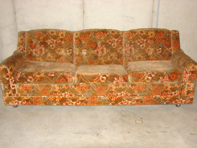 2011 World\'s Ugliest Couch Contest Has Begun.